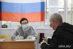Голосование по поправкам в Конституцию РФ. Тюмень, пенсионер, выборы, голосование, голосование по поправкам в конституцию