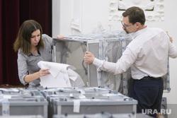 Подсчёт бюллетеней опроса по храму Святой Екатерины. Екатеринбург, подсчет голосов, бюллютени, голосование, урны для голосования