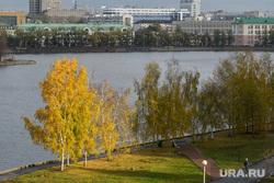 Виды Екатеринбурга, набережная городского пруда, город екатеринбург, осень
