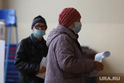 Выборы- 2021. Курган , выборы, пожилые люди, избирательный участок, голосование, урна для голосования, пенсионеры, бюллетень, выборы 2021