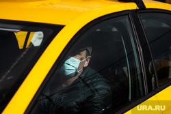 Дезинфекция автомобилей такси «Яндекс.Такси». Екатеринбург, такси, водитель, таксист, медицинская маска, защитная маска, яндекс такси, маска на лицо, мужчина в маске