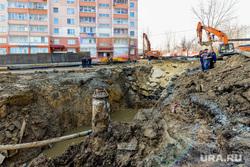 Провал дороги, авария канализационного коллектора. Челябинск, провал, яма, жкх, ремонт канализации, куйбышева7, авария канализации, канализационный коллектор