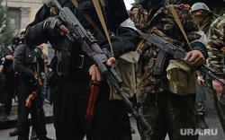 Ситуация на востоке Украины. Луганск. Захват здания МВД, боец, боевики, армия, ополчение, оружие, автоматчики, луганск, захват мвд