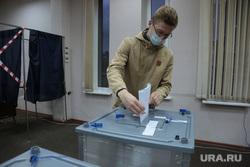 Выборы 2021 воскресенье 19 сентября, голосование и подсчет, ночь выборов. Пермь, урна, голосование, урна для голосования, избиратель, выборы 2021