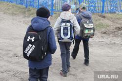 Визит врио губернатора Шумкова в Звериноголовский район Курган, школьники, школьные ранцы, ученики с портфелями