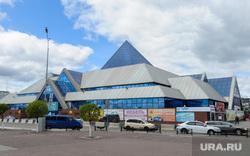 Челябинский железнодорожный вокзал. Привокзальная площадь. Музей железнодорожной техники. Челябинск, торговый комплекс, синегорье