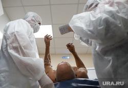 Красная зона в Госпитале для Ветеранов Войн. Екатеринбург, приемное отделение, защитный костюм, коронавирус, красная зона