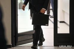 Чиновник, бизнесмен, портфель. Москва, чиновник, портфель, бизнесмен, бизнес, портфели депутатов, портфель министра