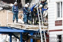 Последствия взрыва газа в доме 9А на улице 28 июня в  Ногинске. Москва, мчс, газ, последствия, спасатели, взрыв, обрушение дома, разрушения, хлопок газа