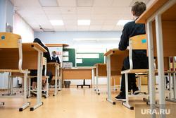 Первые экзамены в рамках основного периода сдачи ЕГЭ. Екатеринбург, учебный класс, егэ, экзамен, школьный класс, парта, школа, единый государственный экзамен, школьная парта