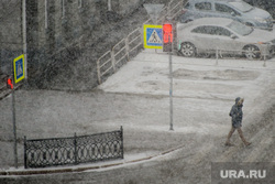 Снегопад. Челябинск, светофор, снег, пешеход, погода, снегопад, климат