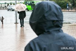 Дождливый день. Тюмень, мошенник, слежка, бандит, преступник, непогода, маньяк, люди с зонтами, дождь, человек с зонтом, мошенничество