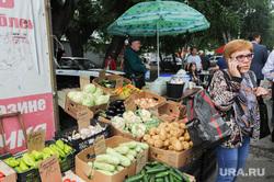 Незаконная уличная торговля. Рынки. Челябинск, капуста, овощи, торговля, продукты, кабачки, картофель, огурцы, рынок, картошка, тент, продажа, уличная торговля, базар, рынки