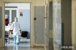 Хирургическая операция с помощью роботизированного ассистента в ГКБ №40. Екатернибург, госпиталь, больной, каталка, больничный коридор, медперсонал, операция, лечение, медицина, хирургическое отделение, клиника, санитары, больница, медицинское учреждение, реанимация, пациент, каталка больничная