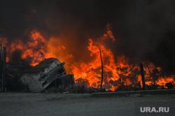 Пожар на пункте приема металлолома. Челябинск, дым, пожар, пламя, огонь