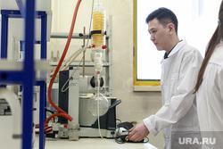 Репортаж про якутских ученых. Якутск, ученые, наука, химики, химическая лаборатория, научный прибор, спиридонов александр