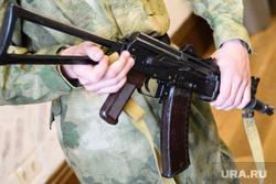 Пресс-конференция Дмитрия Ионина по стрельбе в Камышлове. Екатеринбург, автомат калашникова, оружие, ак-74у-со