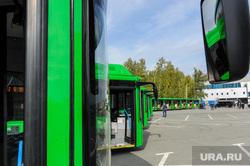 Алексей Текслер на осмотре новых экологичных автобусов. Челябинск, автобус, городской транспорт