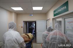 Красная зона в Госпитале для Ветеранов Войн. Екатеринбург, приемное отделение, защитный костюм, коронавирус, красная зона, регистратура больницы
