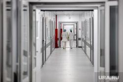 Открытие медцентра для пациентов с COVID-19. Краснотурьинск, Свердловская область, коридор, краснотурьинск, больница, медсестры, медцентр, медицинский центр спасения