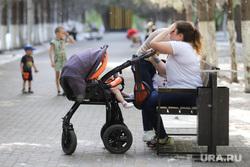 Тополиный пух. Курган, мать и дитя, материнство, детская коляска