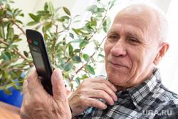 Презентация городского смартфона. Екатеринбург, пенсионер, старость, мужчина в возрасте