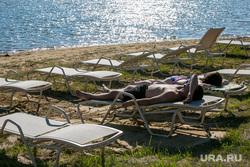 Пляж Верхний бор. Тюмень, река, вода, берег, загар, шезлонги, лето, карьер, пляж, отдых, озеро, водоем, лежаки, отпуск, отдых на берегу, загарать, загарание, база отдыха верхний бор, верхний бор