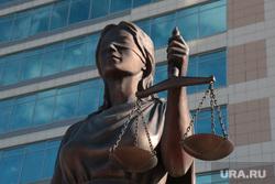 Статуя Фемиды у краевого арбитражного суда. Пермь, фемида, правосудие, суд