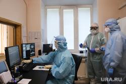 Красная зона в Госпитале для Ветеранов Войн. Екатеринбург, защитный костюм, коронавирус, красная зона