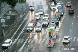 Долгожданный дождь. Тюмень, дорога, автомобили, мокрый асфальт, дождь