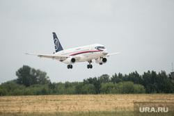Показательные полеты авиации на МАКС-2021. Москва, аэропорт, посадка самолета, взлет самолета, авиашоу, аэродром, авиация, впп, самолет, взлетно-посадочная полоса, сухой, ssj100, PowerJet SaM146