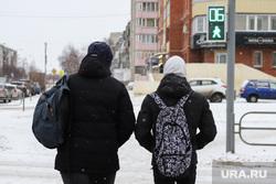 Виды города. Курган, светофор, подростки, пешеходная зона, дети, школьный рюкзак