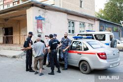 Обстановка у дома Судостроителей 40, где проживает задержанный по подозрению в причастности к убийству Насти Муравьевой. Тюмень, полиция, судостроителей 40