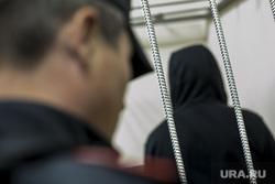 Криминальный авторитет Олег Шишканов на судебном заседании по избранию ему меры пресечения Басманным районным судом г. Москвы. Москва, подследственный, полицейские, заключенные, решетка, скамья подсудимых, судебный пристав, подсудимый, полиция, суд, арестант, вор в законе, конвой