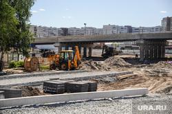 Строительство развязки по ул. Мельникайте. Тюмень, экскаватор, стройплощадка