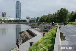 Виды Екатеринбурга, бц высоцкий, городской пруд, набережная городского пруда, город екатеринбург, обмеление исети