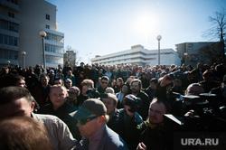 «Перекличка» в сквере на Октябрьской площади. Екатеринбург, октябрьская площадь, толпа, перекличка на октябрьской площади