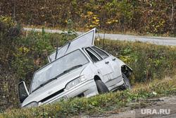 Виды Свердловской области, автомобильная авария, дтп, авария, разбитая машина, машина в кювете