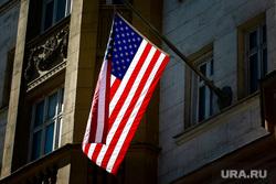 Виды города. Москва, американский флаг, флаг сша, флаг америки