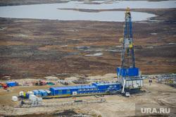 Природа Ямало-Ненецкого автономного округа, север, тундра, арктика, добыча нефти, озеро, водоем, нефтяная вышка, ямал, природа ямала, природные ресурсы, вид сверху, осень, экология, с квадрокоптера, куст нефтегазовый