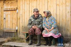 Ханты. Сургутский район, ханты, коренные народы, пожилая пара, кмнс