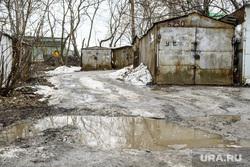 Виды Екатеринбурга, лужа, грязь в городе, гараж, благоустройство города
