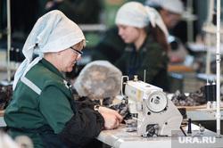 Швейное производство в женской исправительной колонии ФКУ ИК-6 ГУФСИН. Свердловская область, Нижний Тагил , швея, швейный цех, исправительная колония6, пошив одежды, женская колония, швейная машина, ик-6