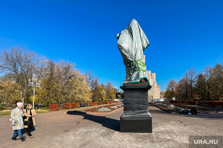 Памятник Александру 2 на Алом поле. Челябинск