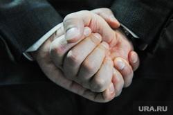 Глава города Евгений Тефтелев. Челябинск, жест, руки в замок, кулак, руки