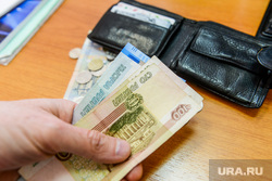 Деньги, рубли. Челябинск, налоги, зарплата, кошелек, кредит, купюры, монеты, платежи, богатство, нищета, рубли, портмоне, пенсия, деньги, доход, бедность, расходы, убытки