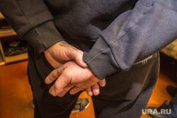 Специальный приемник для содержания  лиц, подвергнутых административному аресту. Магнитогорск, заключенные, осужденный, наколка, руки за спину