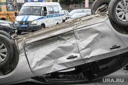 ДТП на пересечении Малышева и Розы Люксембург. Екатеринбург, столкновение, дтп, авария, перевернутая машина