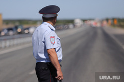 Обрушение надземного перехода на трассе Челябинск -Курган. Курган, проезжая часть, нарушение пдд, гибдд, дпс, полицейский, ограничение движения