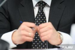 Пресс-конференция по газовой безопасности. Екатеринбург, чиновник, дресс-код, деловой стиль, галстук, одежда, дресс код